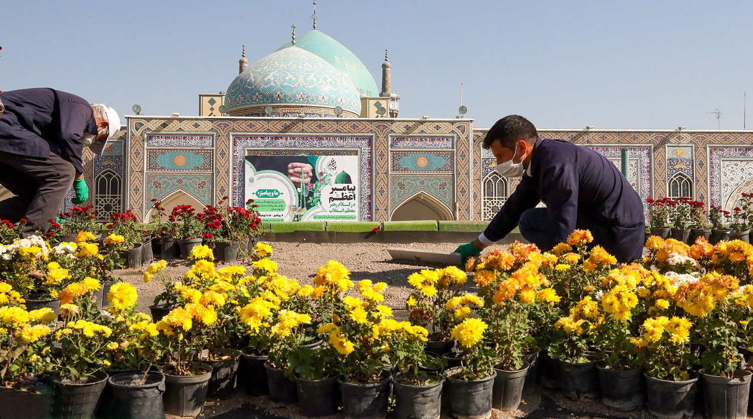 Some 24,000 flowers decorate holy shrine on Prophet's birthday