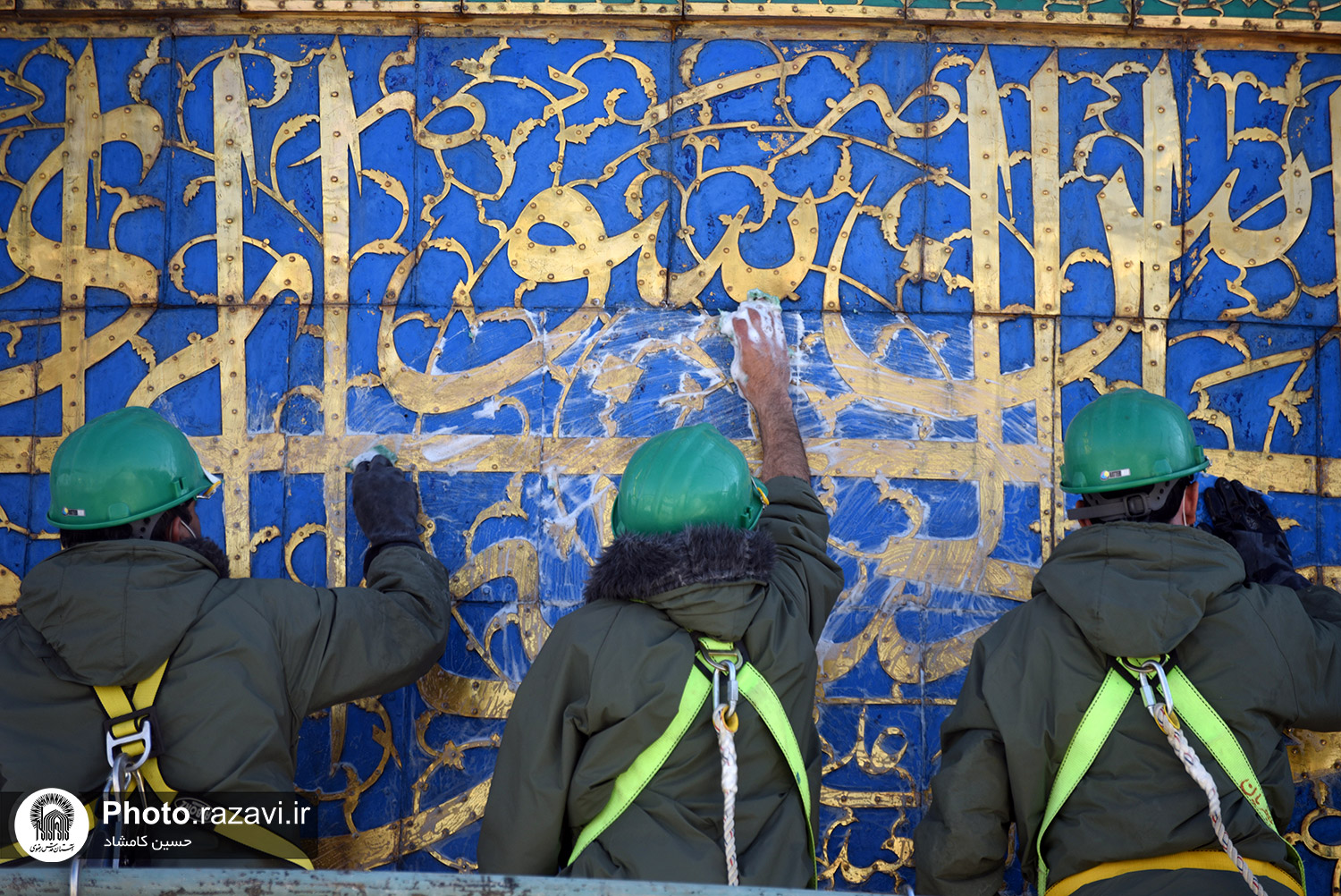 Polishing operation of the golden dome of the holy shrine