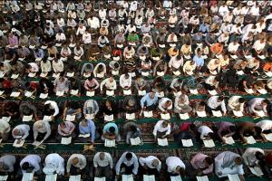 Holding an Assembly for Non-Iranian Pilgrims of Razavi Shrine to Get Familiar with Quran