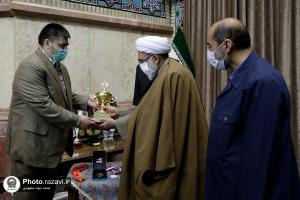 Awarding the medals of national weightlifting and bodybuilding champions to the Imam Reza (AS) Shrine Museum